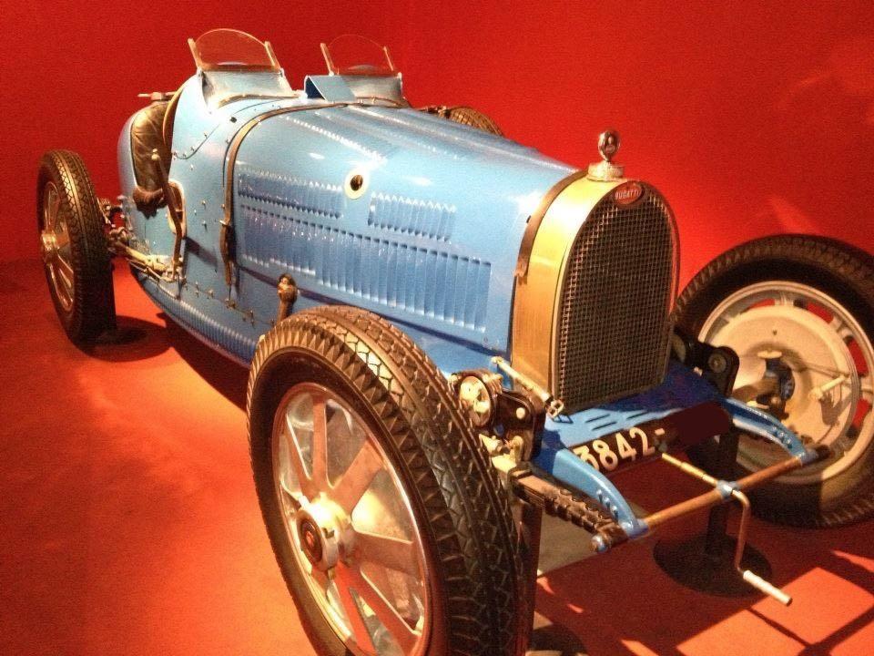 Bugatti exposition thématique salon Historic Auto
